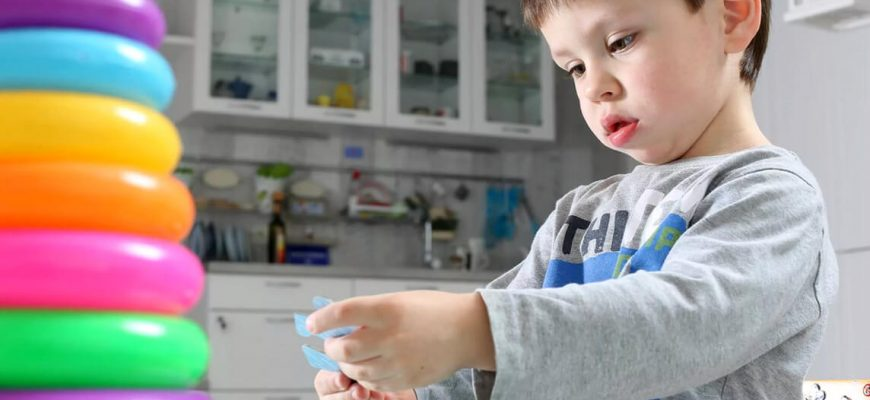 Какие признаки могут говорить о наличии аутизма у ребенка